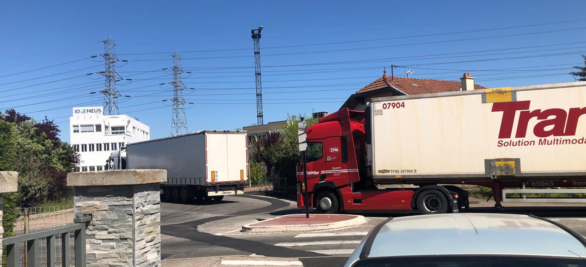 Double camions venissieux saoint priest naviland cargo
